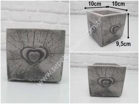 - sd35033 kalp kabartmalı kare küp beton saksı