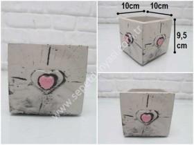 - sd35034 kalp kabartmalı kare küp beton saksı