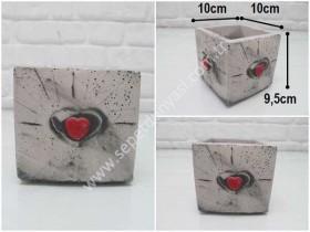- sd35036 kalp kabartmalı kare küp beton saksı